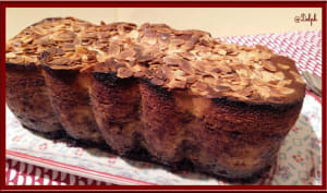 Cake à la vanille au coulis de myrtille et amande