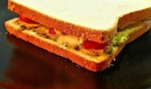 Croque-monsieur avec pesto, tomate et mozzarella