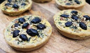 Tartelettes vertes olives et pignons