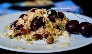 Salade de bourghoul, cerises et fruits secs