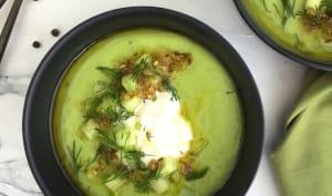 Soupe d'avocat froide et huile croquante à l'ail
