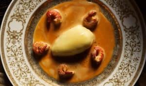 Quenelles de brochet au beurre blanc, sauce Nantua aux écrevisses