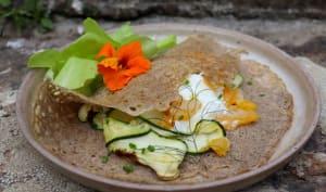 Galette pur sarrasin, courgettes dentelles au fenouil, haddock et yaourt de brebis