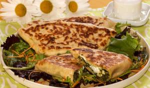 Naans farcis aux épinards et au fromage de chèvre