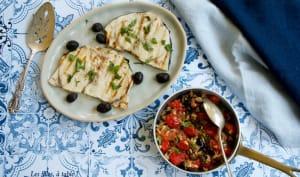 Espadon grillé, sauce tiède aux tomates cerises et câpres