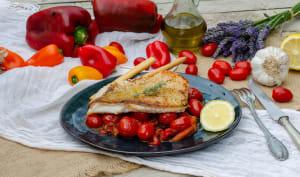 Filet de dorade grillé sur lit de concassées de tomates cerises et poivrons