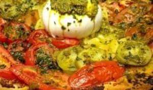 Tarte aux tomates colorées, pesto et burrata