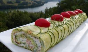 Omelette de courgette roulée au saumon fumé et à la ricotta