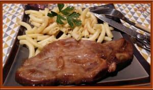 Côtes de porc marinées à l'ail, cuites au four