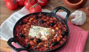 Feta rôtie aux haricots blancs et à la sauce tomate