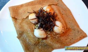 Galette de blé noir à la fondue de poireaux et noix de St Jacques