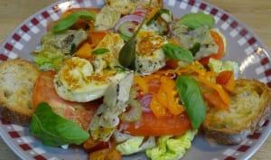 Salade de tomates, coeurs d'artichauts, poivron, nectarines et Halloumi grillés à l'origan