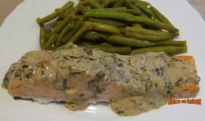 Pavés de saumon grillés, sauce crémeuse à l'oseille
