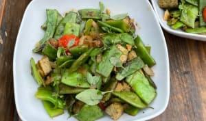 Haricots plats et tofu au basilic