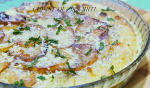 Gratin de pommes de terre frites au poulet légumes et fromage
