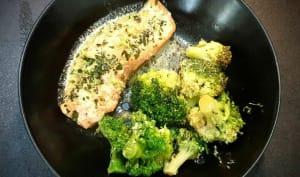 Saumon en papillote au four avec brocolis, soja, crème et citron