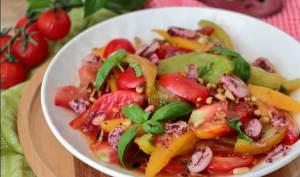 Méli-mélo de tomates, échalion au sumac et pignons de pin