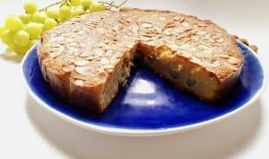 Gâteau moelleux à l'amande et aux raisins, sans farine