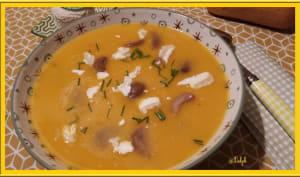 Velouté de butternut accompagné de châtaignes et Chavignol