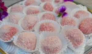 Truffes roses chocolat blanc et biscuits de Reims, coeur noisette grillée