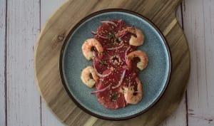 Pomélo aux crevettes et oignon rouge