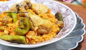 Riz au poulet boulettes légumes et petits piments farcis frits