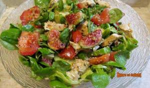 Salade au poulet, légumes et figues