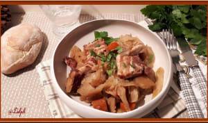 Chou blanc aux pommes de terre, carottes et poitrine fumée