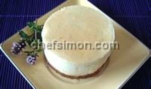 Charlotte bavaroise à la rhubarbe sur fond de biscuit spéculoos