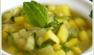 Minestrone de mangue et rhubarbe à la menthe fraîche.