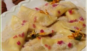 Demi-lunes tomme de Savoie et poires, sauce crémeuse noix, tomme et jambon de Savoie.