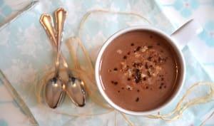 Chocolat chaud au lait de coco, lait d'avoine, noix de pécan