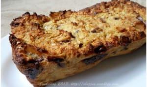 Gâteau de pain perdu poires et chocolat