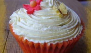 Cupcake vanille, coeur de mousse coco et mascarpone aux fruits de la passion et caramel