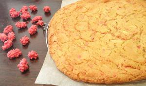 Le Giant Cookie de Laura Todd au chocolat blanc et éclats de pralines roses