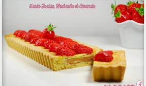 Tarte rhubarbe, fraise & crème d'amandes