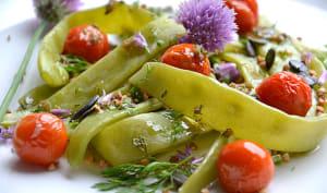 Salade de haricots plats, kasha, tomates cerises rôties et graines
