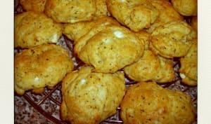 Cookies au pesto, feta, et basilic