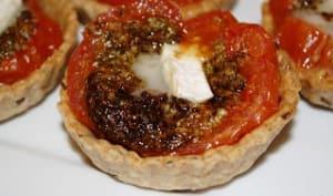Tartelettes aux tomates et pesto de chèvre