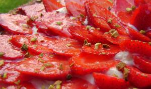 Tarte aux fraises, mousse de chocolat blanc et pistaches
