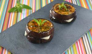Petits sandwichs d'aubergine à la mozzarella, vinaigrette à la menthe