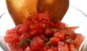 Tartare de pastèque au basilic et ses tuiles au sésame