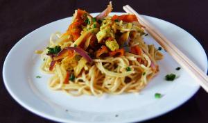 Nouilles chinoises aux légumes et tofu à l'ail des ours