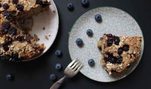 Gâteau aux flocons d'avoine, myrtilles et mûres de Martha Stewart