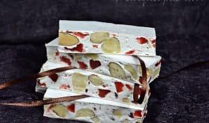 Nougat aux fruits secs et fraises séchées
