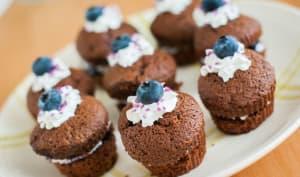 Muffins Chocolat Myrtille et chantilly version miniature