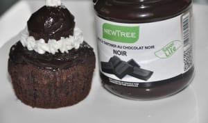 Cupcake au chocolat noir piment, façon religieuse.
