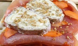 Tartine à la buchette de chèvre fermière et bacon