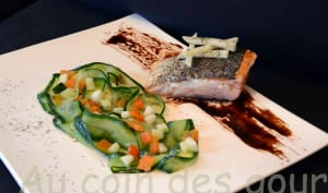 Pavé de saumon-tagliatelles de concombre, poivron et pomme granny smith