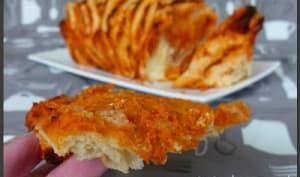 Pain à la tomate et fromage ail et fines herbes